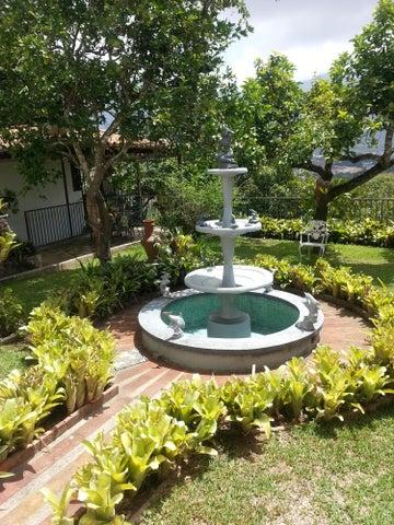 Casa Distrito Metropolitano>Caracas>Macaracuay - Venta:101.843.000.000 Bolivares - codigo: 14-8151