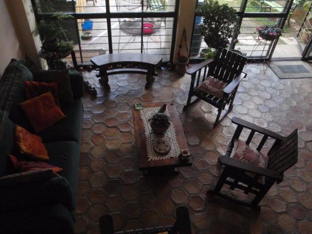 Casa Distrito Metropolitano>Caracas>Lomas de Monte Claro - Venta:165.000 Precio Referencial - codigo: 14-8079