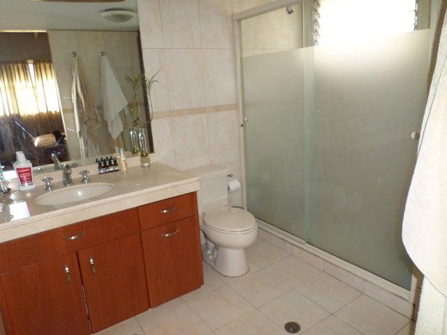 Townhouse Distrito Metropolitano>Caracas>Miranda - Venta:196.807.000.000 Precio Referencial - codigo: 14-8325