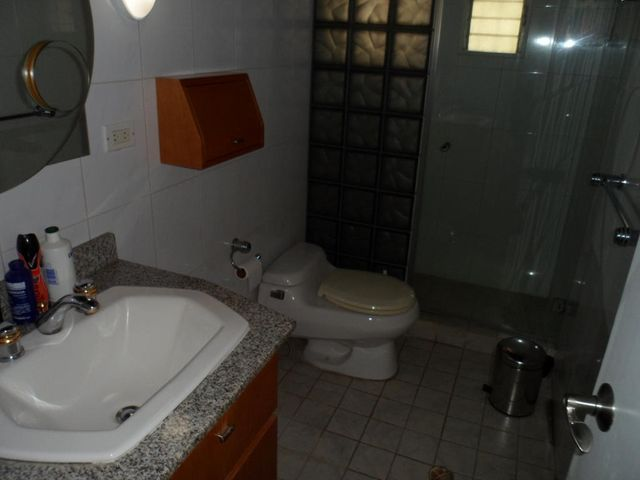 Casa Distrito Metropolitano>Caracas>Macaracuay - Venta:93.091.000.000 Bolivares - codigo: 14-8643