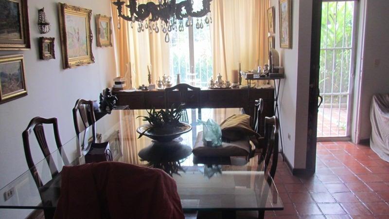 Casa Distrito Metropolitano>Caracas>La Boyera - Venta:94.001.000.000 Bolivares - codigo: 14-8921