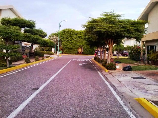 Casa Zulia>Maracaibo>Fuerzas Armadas - Venta:34.534.000.000 Bolivares Fuertes - codigo: 14-8945