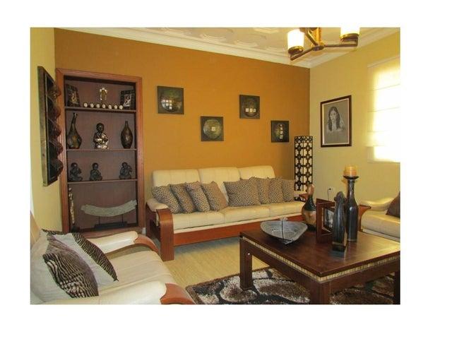 Casa Distrito Metropolitano>Caracas>Los Palos Grandes - Venta:610.726.000.000 Precio Referencial - codigo: 14-9066