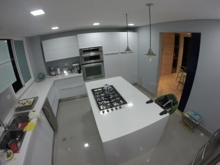 Apartamento Distrito Metropolitano>Caracas>Escampadero - Venta:135.791.000.000 Bolivares Fuertes - codigo: 14-8975