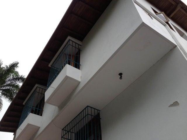 Casa Distrito Metropolitano>Caracas>Las Mesetas de Santa Rosa de Lima - Venta:232.727.000.000 Bolivares - codigo: 14-9105