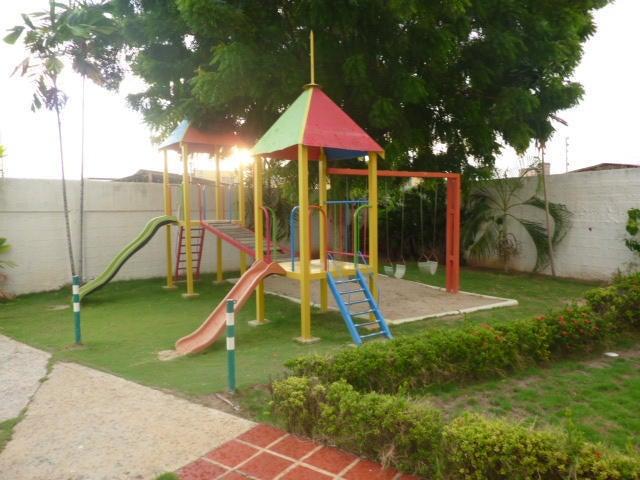 Townhouse Zulia>Ciudad Ojeda>La 'L' - Venta:60.000 Precio Referencial - codigo: 14-9352