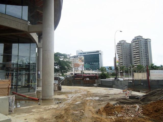 Local Comercial Distrito Metropolitano>Caracas>Los Dos Caminos - Venta:352.504.000.000 Bolivares - codigo: 14-9495