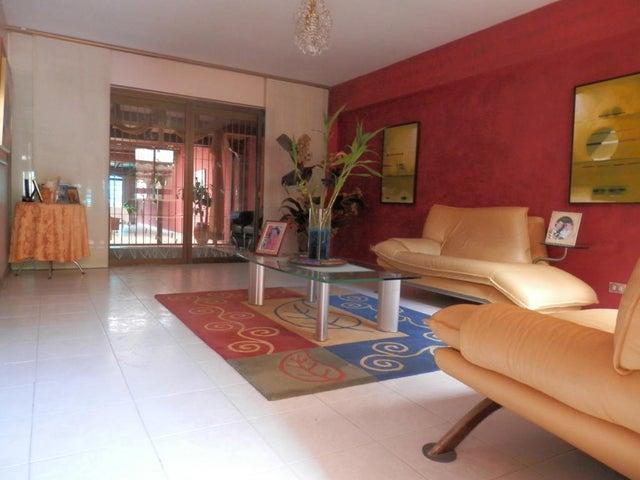 Casa Distrito Metropolitano>Caracas>La Trinidad - Venta:57.834.000.000 Bolivares - codigo: 14-9642