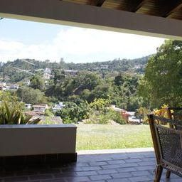 Casa Distrito Metropolitano>Caracas>Prados del Este - Venta:61.101.000.000 Bolivares - codigo: 14-9882