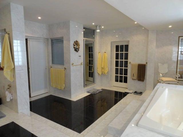 Casa Distrito Metropolitano>Caracas>Colinas de Bello Monte - Venta:1.038.234.000.000 Precio Referencial - codigo: 14-9893