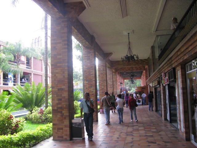Local Comercial Miranda>San Antonio de los Altos>El Carrizal - Venta:838.639.000.000 Precio Referencial - codigo: 14-9915