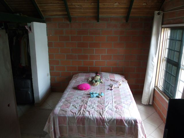 Casa Miranda>Guatire>La Esperanza - Venta:9.053.000.000 Bolivares - codigo: 14-10637