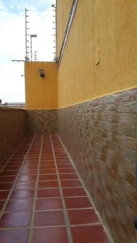 Townhouse Nueva Esparta>Margarita>Los Robles - Venta:77.562.000.000 Precio Referencial - codigo: 14-10577