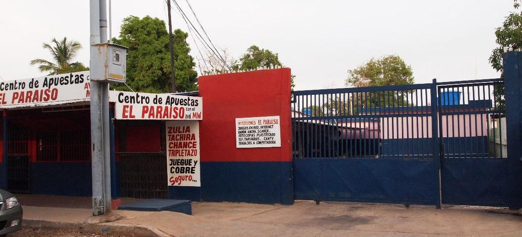 Negocios y Empresas Zulia>Municipio San Francisco>Via Principal - Venta:15.122.949.000.000 Bolivares - codigo: 14-10841
