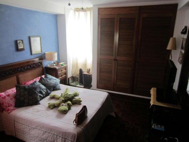 Apartamento Distrito Metropolitano>Caracas>Los Palos Grandes - Venta:27.070.000.000 Bolivares Fuertes - codigo: 14-11142