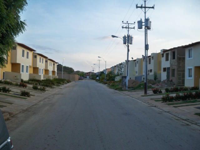 Townhouse Nueva Esparta>Margarita>Sector San Lorenzo - Venta:8.826.000.000 Bolivares - codigo: 14-11153