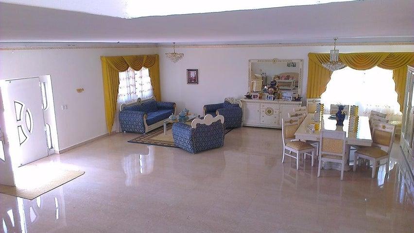 Casa Distrito Metropolitano>Caracas>Macaracuay - Venta:47.001.000.000 Bolivares - codigo: 14-3300