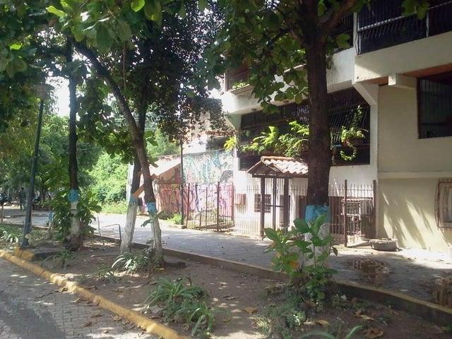 Casa Miranda>Guatire>Guatire - Venta:244.000.000 Bolivares - codigo: 14-12159