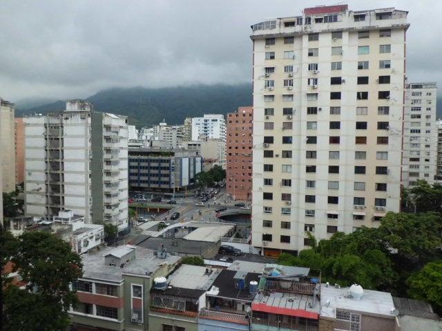 Oficina Distrito Metropolitano>Caracas>Sabana Grande - Venta:37.557.000.000 Precio Referencial - codigo: 14-12801