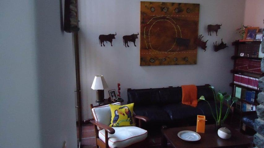 Casa Distrito Metropolitano>Caracas>La Lagunita Country Club - Venta:800.000 Precio Referencial - codigo: 14-12896