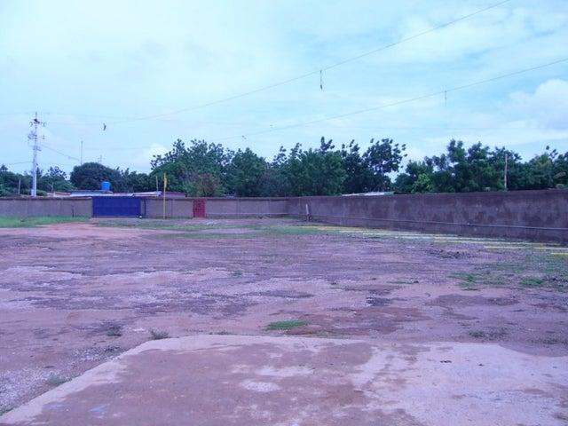 Terreno Zulia>Maracaibo>Circunvalacion Dos - Venta:840.000.000 Bolivares Fuertes - codigo: 15-39