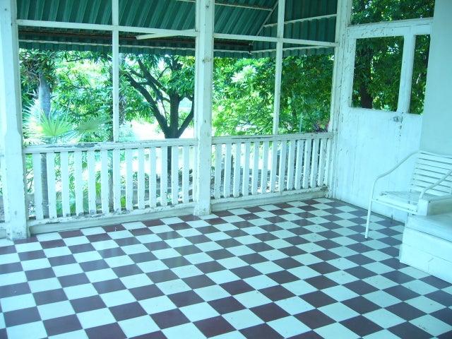 Local Comercial Zulia>Maracaibo>El Milagro - Venta:280.000.000.000 Bolivares - codigo: 15-136