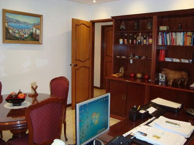 Oficina Distrito Metropolitano>Caracas>Altamira - Venta:90.527.000.000 Bolivares Fuertes - codigo: 15-157