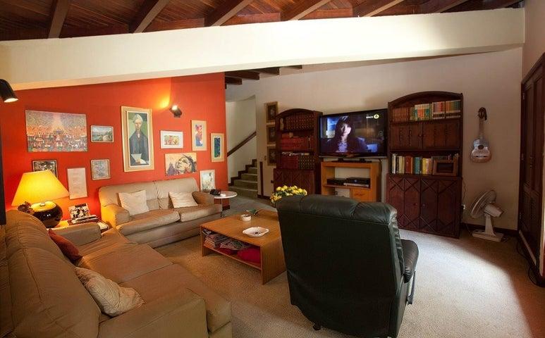 Casa Distrito Metropolitano>Caracas>Lomas de La Trinidad - Venta:381.292.000.000 Precio Referencial - codigo: 15-178