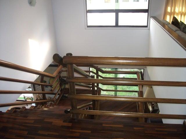 Apartamento Distrito Metropolitano>Caracas>Colinas de Valle Arriba - Venta:633.639.000.000 Precio Referencial - codigo: 15-208
