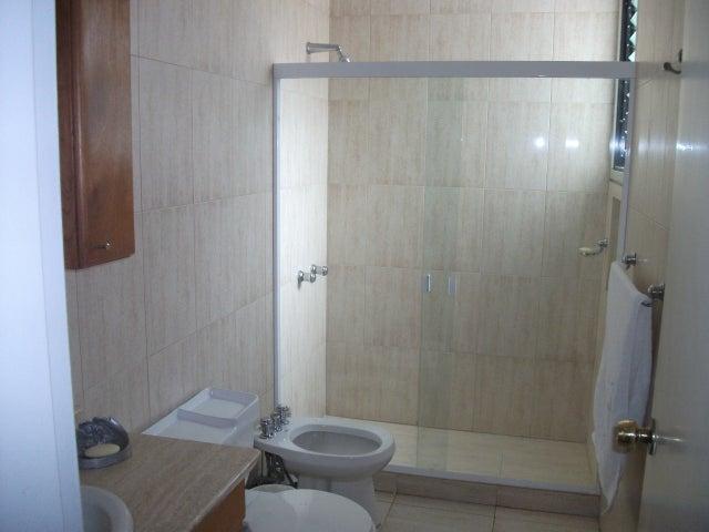 Apartamento Distrito Metropolitano>Caracas>Colinas de Valle Arriba - Venta:159.802.000.000 Bolivares Fuertes - codigo: 15-208