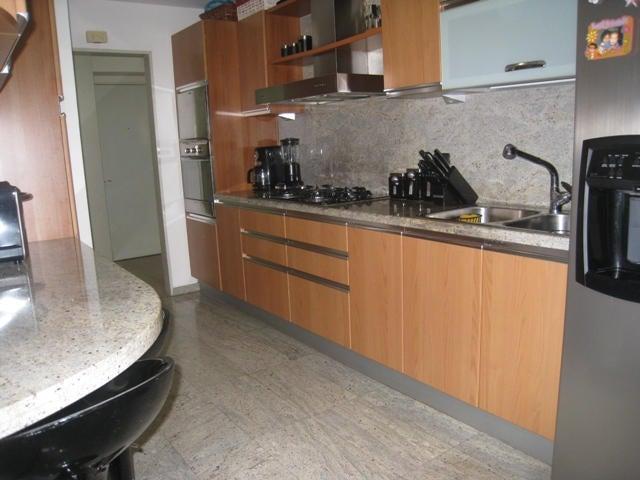 Apartamento Distrito Metropolitano>Caracas>Prados del Este - Venta:73.287.000.000 Precio Referencial - codigo: 15-244