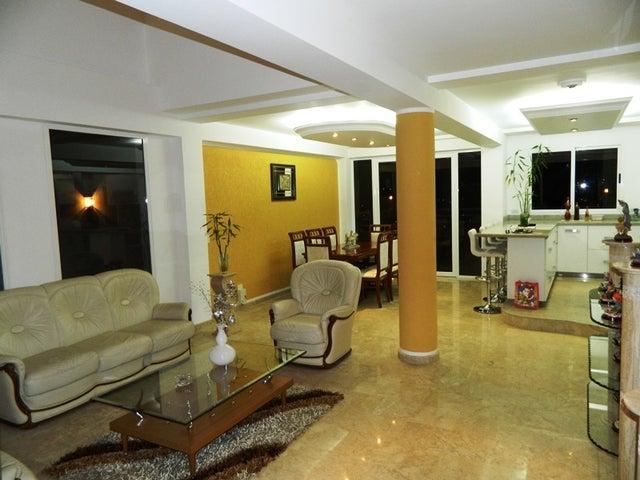 Casa Distrito Metropolitano>Caracas>Los Naranjos del Cafetal - Venta:115.667.000.000 Bolivares - codigo: 15-249