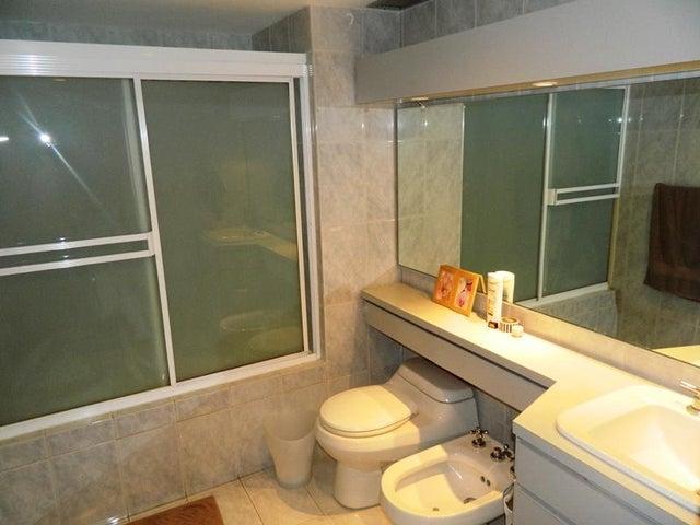 Apartamento Distrito Metropolitano>Caracas>Alta Florida - Venta:792.048.000.000 Precio Referencial - codigo: 15-250