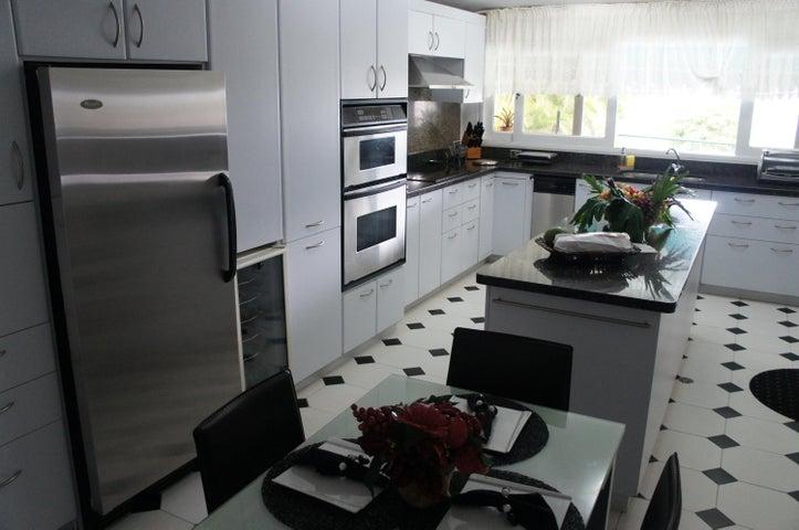Casa Distrito Metropolitano>Caracas>Solares del Carmen - Venta:931.822.000.000 Precio Referencial - codigo: 15-353