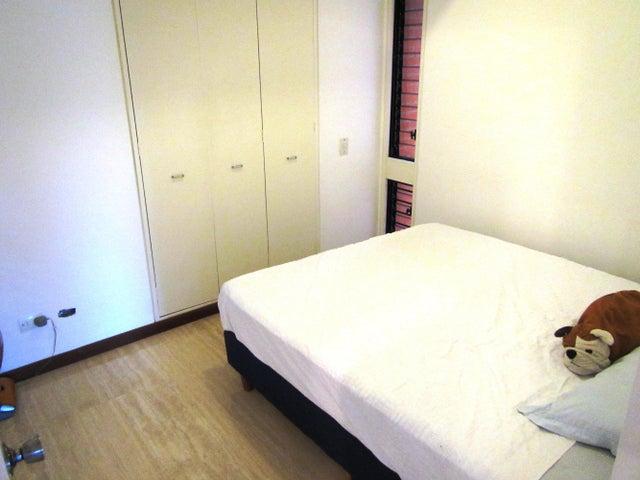 Apartamento Distrito Metropolitano>Caracas>La Boyera - Venta:95.323.000.000 Precio Referencial - codigo: 15-605