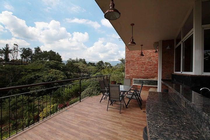 Casa Carabobo>Valencia>Altos de Guataparo - Venta:11.550.000.000 Bolivares - codigo: 15-682