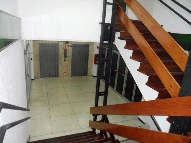 Edificio Distrito Metropolitano>Caracas>Los Ruices - Venta:11.000.000 Precio Referencial - codigo: 15-752