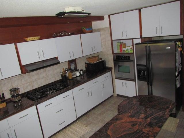 Apartamento Distrito Metropolitano>Caracas>Los Naranjos del Cafetal - Venta:75.975.000.000 Bolivares Fuertes - codigo: 15-1083
