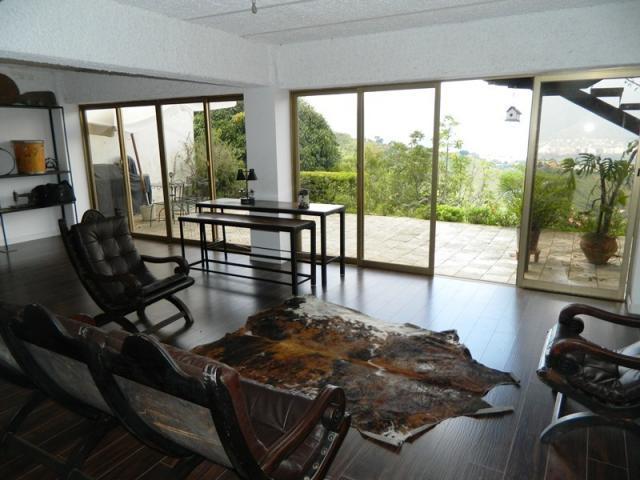 Casa Distrito Metropolitano>Caracas>Los Naranjos del Cafetal - Venta:335.899.000.000 Precio Referencial - codigo: 15-1264
