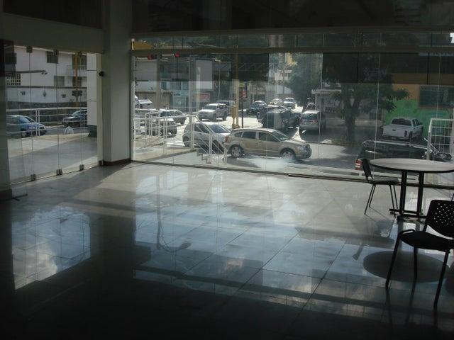 Local Comercial Distrito Metropolitano>Caracas>La Trinidad - Venta:347.001.000.000 Bolivares - codigo: 15-1115
