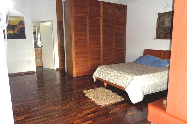 Casa Miranda>San Antonio de los Altos>El Cuji - Venta:444.840.000.000 Precio Referencial - codigo: 15-1229