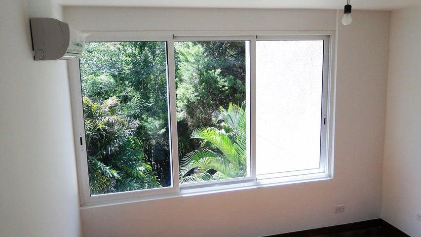 Apartamento Distrito Metropolitano>Caracas>Las Esmeraldas - Venta:351.186.000.000 Precio Referencial - codigo: 15-1352