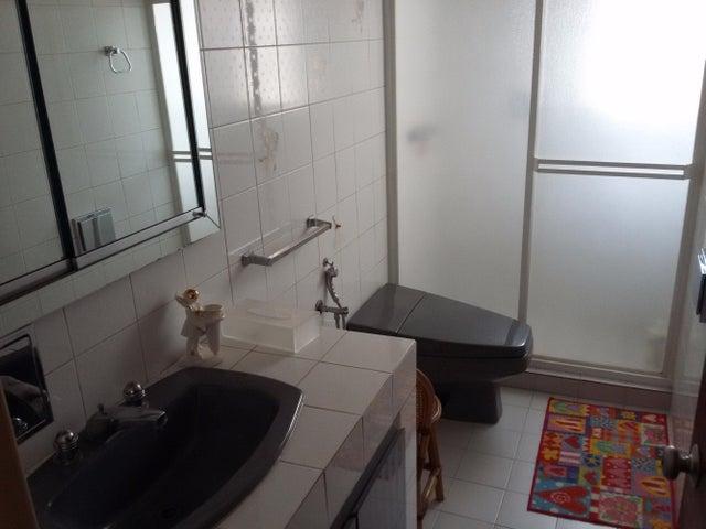 Casa Distrito Metropolitano>Caracas>El Marques - Venta:94.001.000.000 Bolivares - codigo: 15-1409