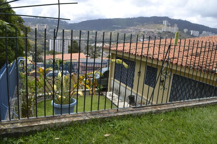 Casa Distrito Metropolitano>Caracas>Lomas de La Trinidad - Venta:299.256.000.000 Precio Referencial - codigo: 15-1618