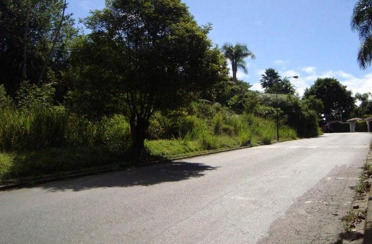 Terreno Distrito Metropolitano>Caracas>La Lagunita Country Club - Venta:64.464.000.000 Bolivares - codigo: 15-1581