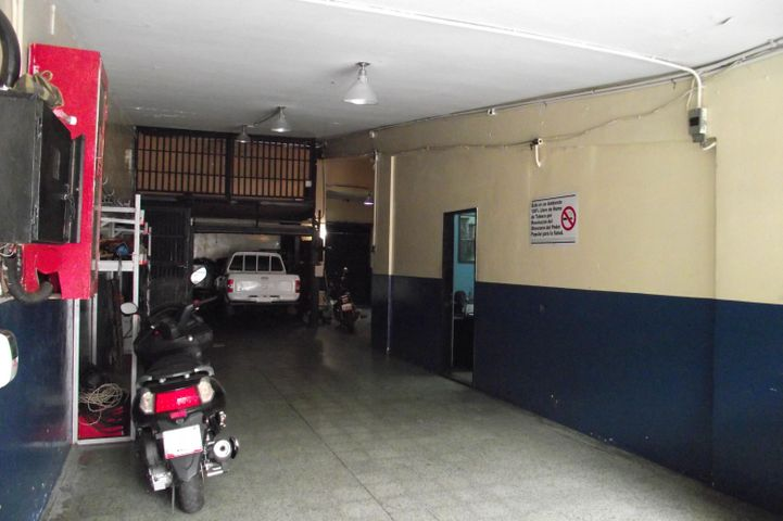 Local Comercial Distrito Metropolitano>Caracas>El Paraiso - Venta:152.517.000.000 Precio Referencial - codigo: 15-2312