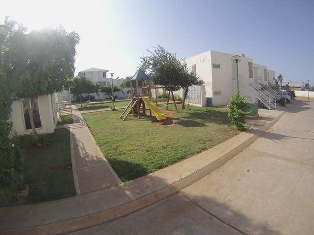 Townhouse Zulia>Maracaibo>Avenida Goajira - Venta:30.000  - codigo: 15-1608