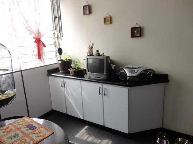 Apartamento Distrito Metropolitano>Caracas>Los Palos Grandes - Venta:76.340.000.000 Bolivares Fuertes - codigo: 15-1713