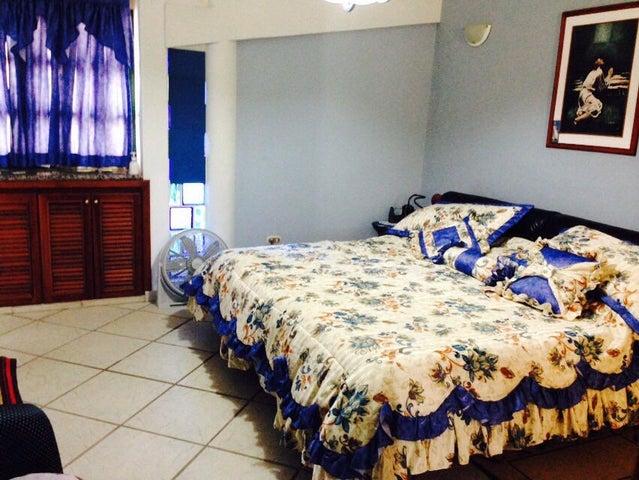Casa Carabobo>Valencia>Altos de Guataparo - Venta:91.609.000.000 Precio Referencial - codigo: 15-5388