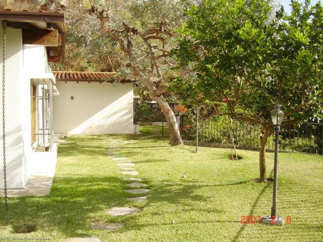 Casa Distrito Metropolitano>Caracas>Colinas del Tamanaco - Venta:396.972.000.000 Precio Referencial - codigo: 15-1869
